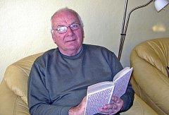 Kronikár Vladimír  Leška žije v bytě v Soběslavi spolu s manželkou a kocourem Maxem. Na rodnou Meznou  nezapomíná.
