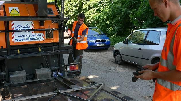 Silkot - nová technologie při opravě výtluků na silnicích.