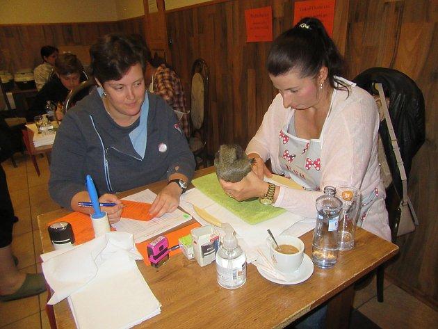 Už počtvrté pořádaly Andrea Blažková a Eva Švecová chovatelskou výstavu morčat vareálu restaurace Hilton.
