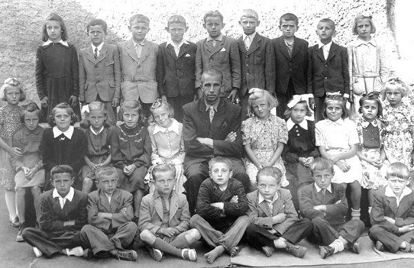 Fotografie pochází zpadesátých let minulého století, kdy ožáky vŠebířově nebyla nouze.