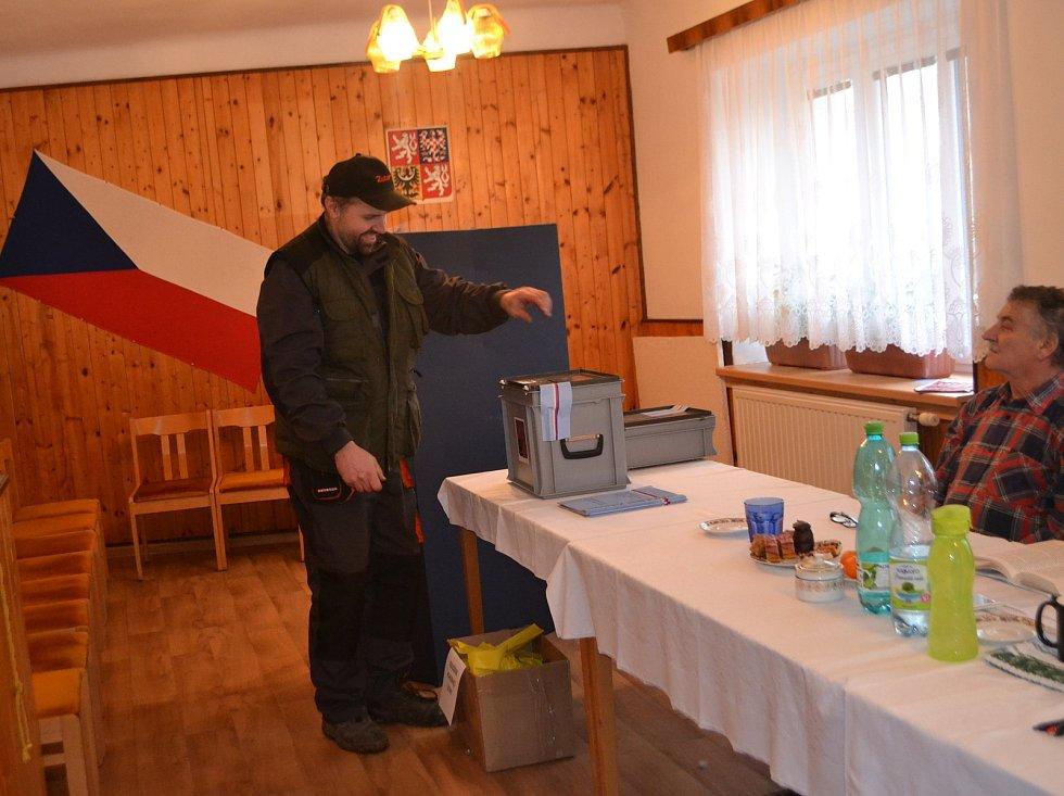 Volby v Šebířově.