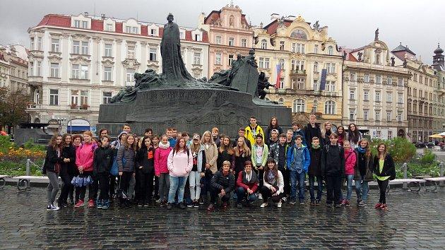 Děti ze školy v Helsinské ulici v Táboře na výletě v Praze.