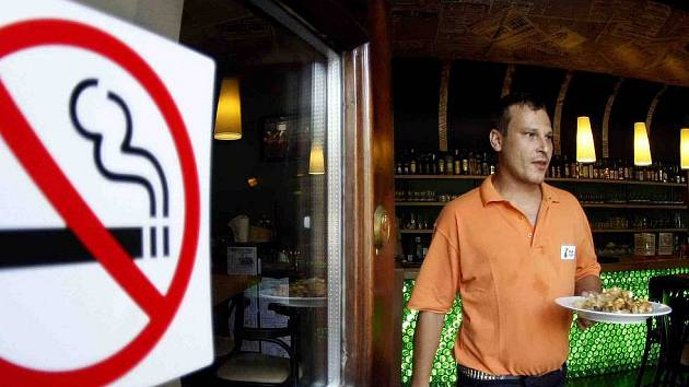 Zákaz kouření v restauracích.