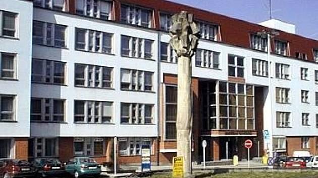 Budovu bývalé univerzity v centru Tábora v létě koupila realitní kancelář.