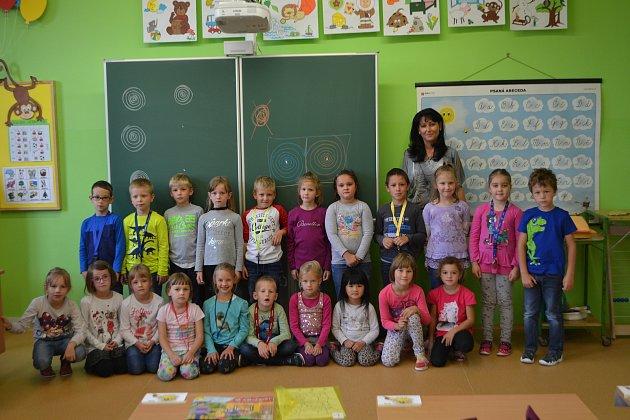 Žáci 1.B ze Základní školy Mladá Vožice střídní  učitelkou Veronikou Matouškovou.