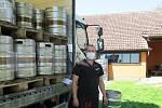 Rodinnou restauraci v Plané nad Lužnicí navštěvovaly známé osobnosti, v současnosti nabízí k točenému pivu klasické české pokrmy a specialitou jsou řízky o velikosti sloního ucha.