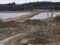 Dálnice povede přes rybník Koberný.