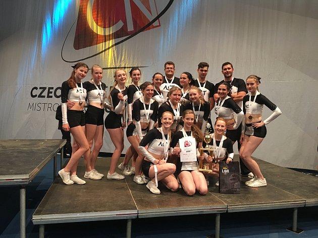 Úspěšné sestavy Acrobatic Cheerleaders na mistrovství republiky.