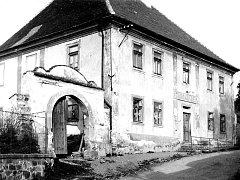 R. 1915 koupila dům okresní komise pro péči o mládež v zastupitelském okresu mladovožickém a zřídila v něm za přispění ministerstva sociální péči o mládež osiřelou.