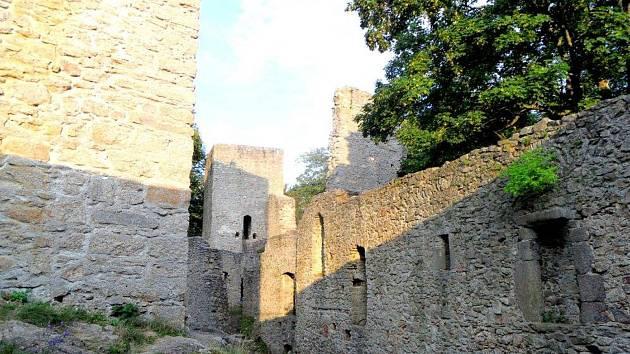 Můžete vyrazit třeba na výšlap na Choustník, hrad je otevřen od 10 do 16 hodin.