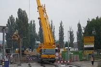 Stavba nového veselského mostu přes Lužnici se protáhne.