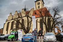 Elektromobily startovaly na Rallye Česká Sibiř z táborského Žižkova náměstí.