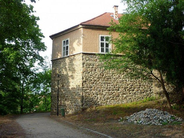 DOZOR. Do Tábora zamířila roku 1720 komise s urozenými pány, aby dohlídla, jak radní vybírají sládka.