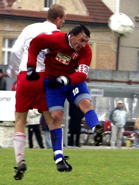 Kapitán táborských fotbalistů Michal Sokolt se vrací po trestu do sestavy a bude hrát nedělní derby v Chýnově.