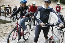 Cyklisti by uvítali lávku nad dálnicí. Ilustrační foto