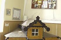 Koutek s historií vožického školství ustupuje jiným potřebám. Domek je uskladněn na radnici.