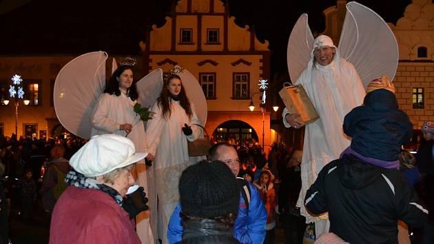 Rozsvícení stromečku na Žižkově náměstí i s anděly.