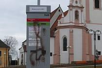 Zničený parkovací automat v Bechyni.