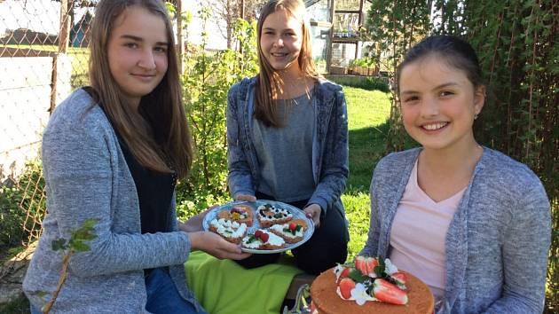 Dvě pomyslné medaile ze soutěž Zdravá 5 putovaly do Plané nad Lužnicí. Úspěch měly recepty dívčích týmů Kuchtičky z Plané a Holky superholky.