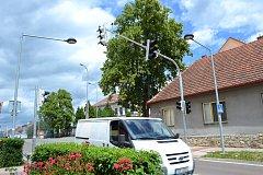 Od středy běží  ve zkušebním provozu nový semafor v Čekanicích.