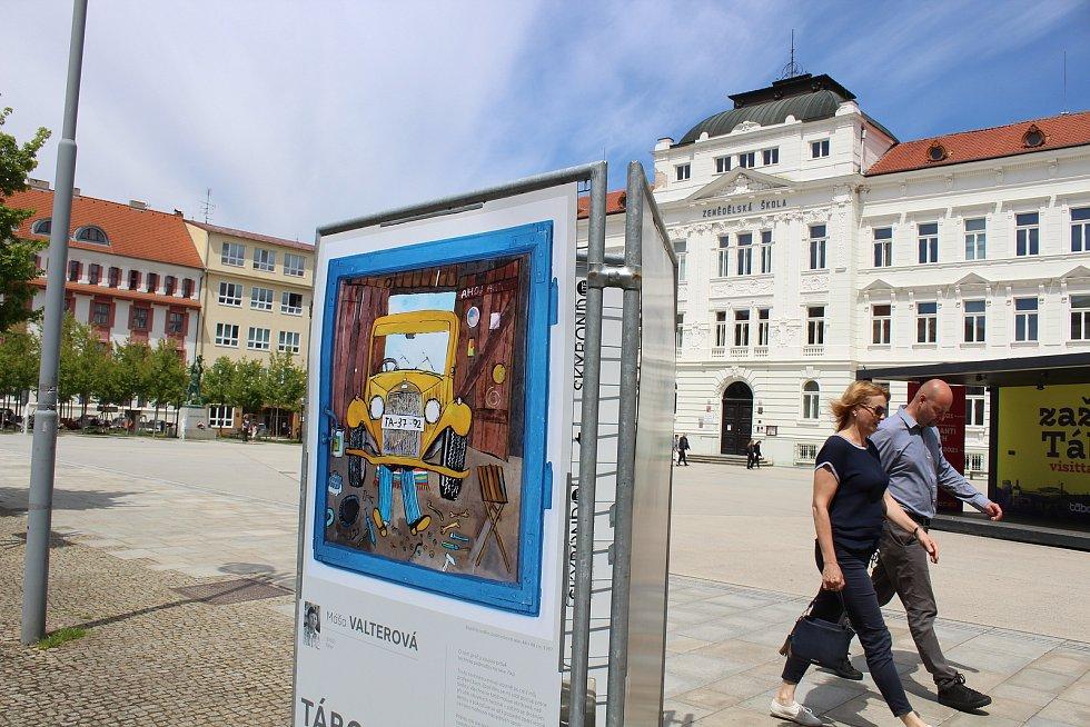 Venkovní výstava představuje místní tvůrce.