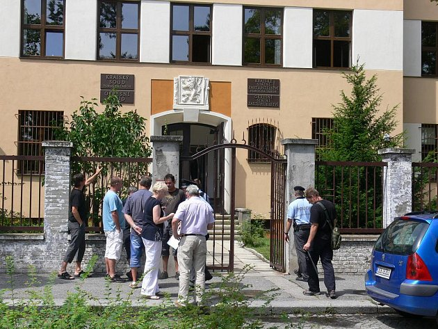 Neznámá žena oznámila, že na Krajském soudu v Táboře vybuchne bomba