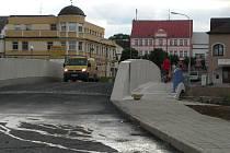 Stavba veselského mostu je u konce.