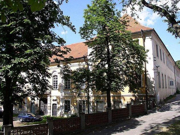 Roku 1678 přešel zámek do vlastnictví  Kűenburgů.