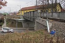 Železniční most na trati do Bechyně.