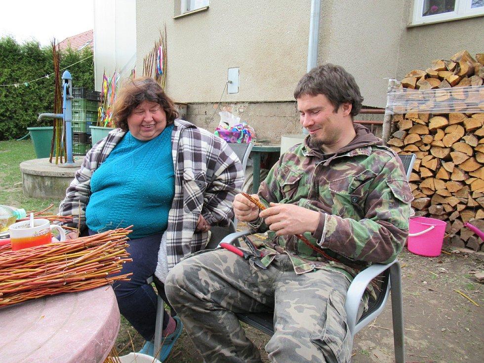 Rukodělná dílna u Masojídků na zahradě v Tučapech u Soběslavi. Každý výrobek je originál.