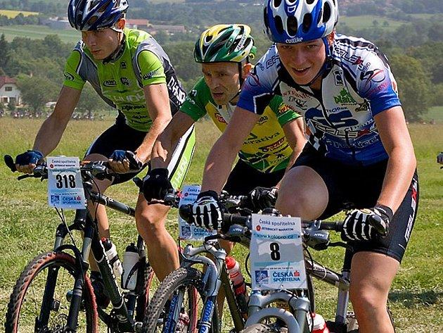Závodnice cyklistického týmu GS Galaxy Jistebnice Karolína Stolařová má pádný důvod k úsměvu. V závěrečném závodě Světového poháru MTB maratonů se prodrala do elitní desítky.