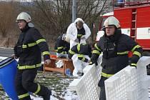 Jihočeští hasiči bojovali s fiktivním únikem čpavku v závodě Kosteleckých uzenin v Pané nad Lužnicí.