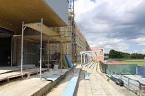 Venkovní tribuna na táborském stadionu Míru se dočká opravy.