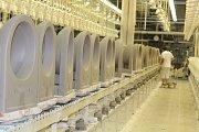 Výrobky z Bechyně dnes známe pod značkou JIKA, pamětníci si ale pamatují i labuť, kterou jako značku používal závod do roku 1980.