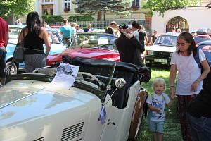 V neděli 18. srpna se úderem půl jedné vydalo na 150 řidičů na vyjížďku z Chýnova do Kamenice nad Lipou.