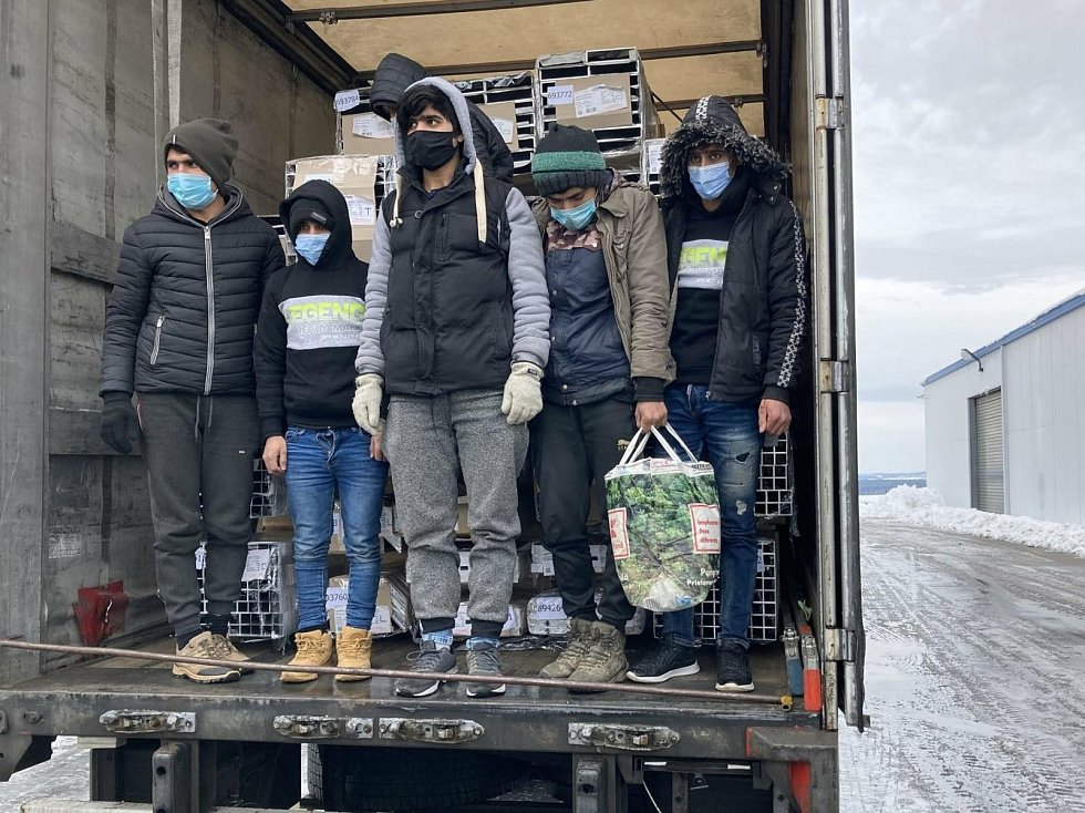 V kamionu na Táborsku zadrželi policisté šest nelegálních migrantů z Afghánistánu a Pákistánu.