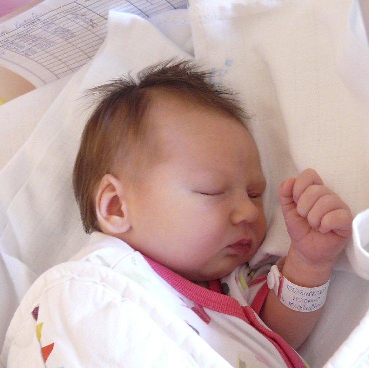 Veronika Vondrušková z Čeraze. Narodila se 27. července ve 23.19 hodin s váhou 3210 gramů a mírou 49 cm. Je prvorozenou dcerou rodičů Evy a Aleše.