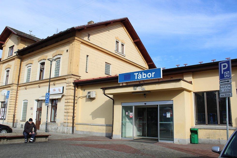 Vlakové nádraží v Táboře čeká oprava za 153 milionů.