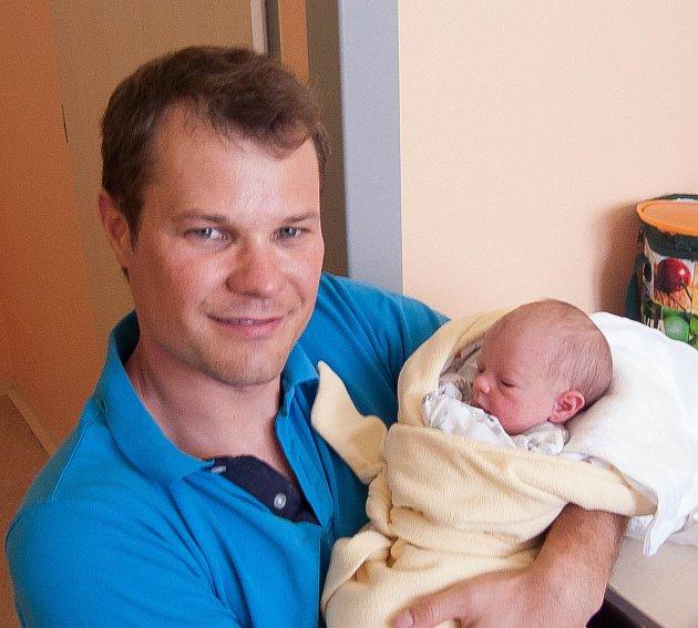 Ella Nousková z Plané nad Lužnicí. Přišla na svět 31. července v 5.22 hodin s váhou 2640 gramů a mírou 47 cm. Je druhou dcerou v rodině, doma má dvouletou sestřičku Lauru.