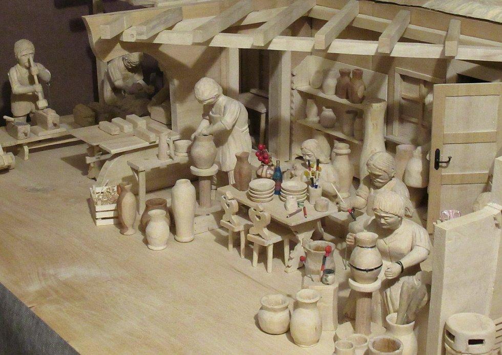 Bechyňští řezbáři Karel a Libor Šedinovi mají sbírku, která čítá více než 600 kusů betlémů. Každoročně vystavují jen část svého pokladu.