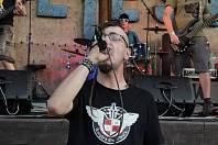 1) Zdeněk Legát je elektrikář se srdcem punkera, také zpívá v kapele The Two Eggs a propadl novému koníčku. Jsou to kola, ale ne ledajaká, vytuněné biky. Vyladěný rám, široké gumy a řidítka podobné chopperu – to je cruiser. S přáteli se sdružuje v jednom