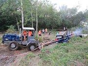 Na šedesát traktorů soutěžilo na hřišti v Dráchově.  Lenka Pospíšilová