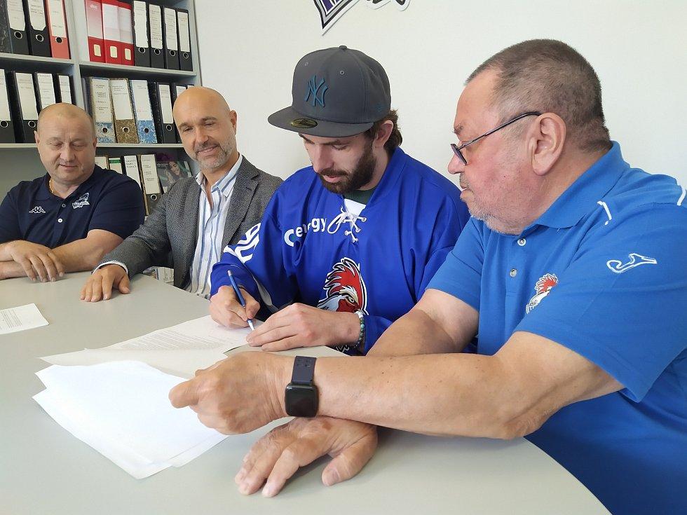 Z podpisu smlouvy s Lukášem Endálem.