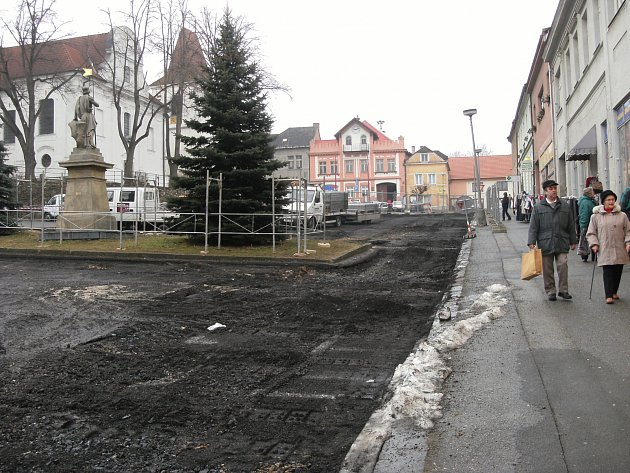 Mladovožické náměstí.