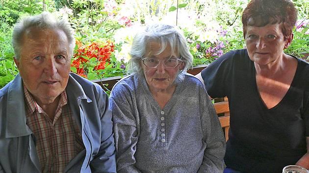 Karel Podráský, který měl ve válce tatínka Františka, Božena Netrestalová tatínka Rudolfa Trešla a Marii Hodinářové odešel do války dědeček Josef Trešl.