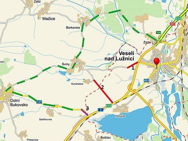 Zelená značí objízdné trasy, červené uzavírky a fialová uvažovanou uzavírku.
