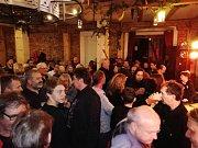 Fanoušci AC/DC si užili večer v klubu.