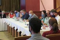 V Soběslavi v květnu vznikla petice proti výstavbě průmyslového areálu, petiční výbor ve středu 24. června předal archy s 1800 podpisy zastupitelstvu.