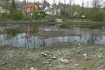 Řeka v Čelkovicích je bez vody.