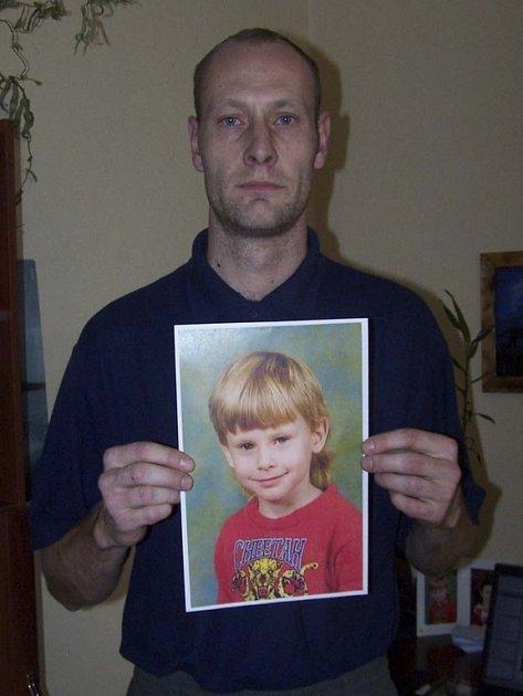 Roman Rokos s fotkou syna
